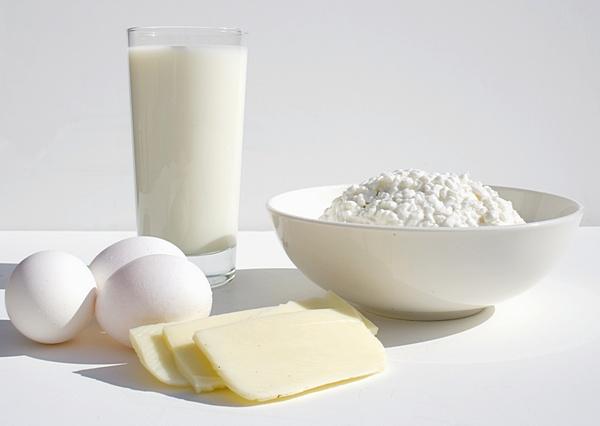 Из 100 г этих молочных продуктов ваш организм может почерпнуть от 5 до 10 г белка.  На втором месте...